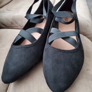 ❤ FREE WITH $60 PURCHASE Black flats
